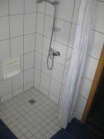 "Behindertengerechte Dusche in der Pension ""Dat greune Eck"""